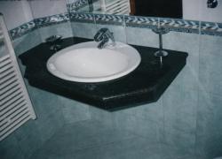 2207 Плота в банята на модерна къща в Мало бучино.