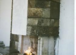 1203 Зидана камина на тераса на къща в Драгалевци. Облицовката е от обрязан гнайс.