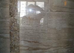 2615 Облицовка на стена с бежов мрамор.