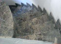 2405 Стъпала от кафяв мрамор ЕМПЕРАДОР.