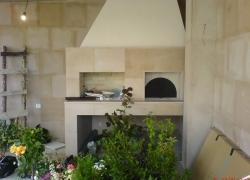533 Фурна с барбекю до разкошна къща в Бояна. Облицовката е от полиран розов пясъчник.